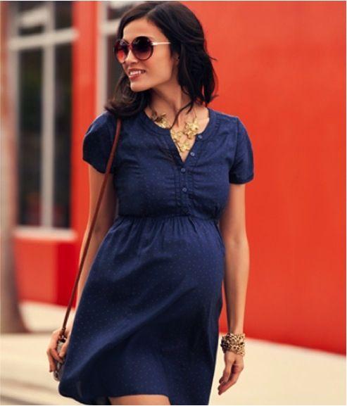 Para as mais românticas também é possível ter estilo com um vestido básico.