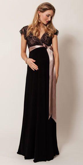 Elegância nesse vestido preto de renda e com cinto