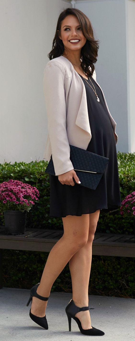 Um bom exemplo da versatilidade do vestido preto básico