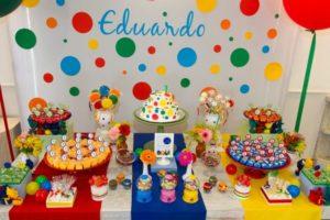 Festa infantil com decoração colorida