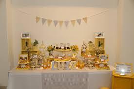 Festa infantil com decoração neutra