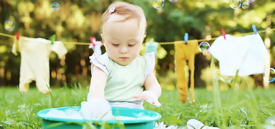 Antes de lavar as roupas do recém nascido é preciso tomar alguns cuidados com a higienização