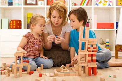 Brincar faz com que a criança desenvolva competências sócio-emocionais, além de ser um treino para a vida