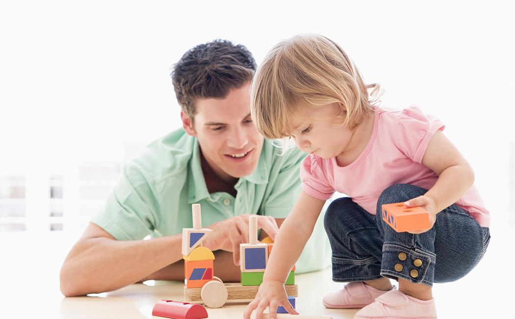 Brincar com os filhos ajuda no desenvolvimento do cérebro