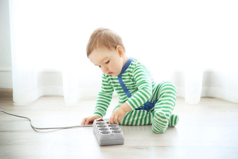 Fios soltos devem ficar bem escondidos, evitando que a criança se machuque