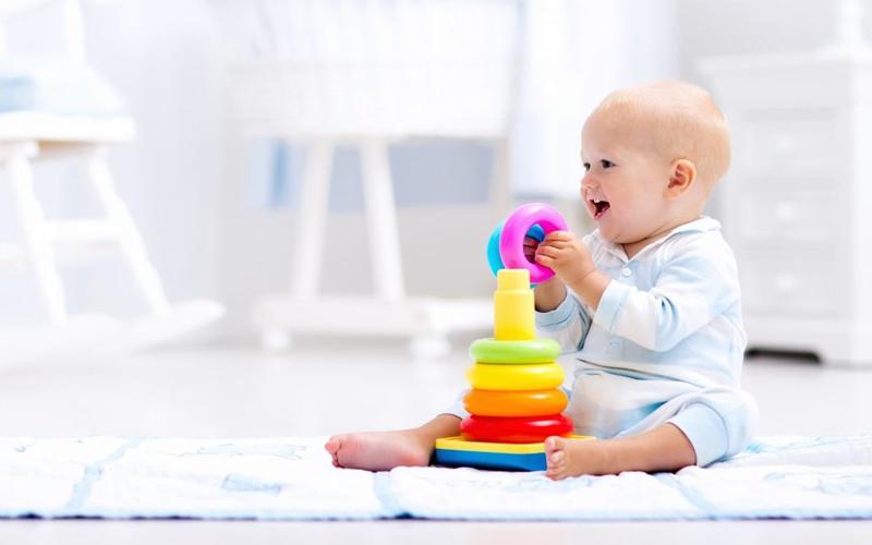 O ideal é manter ao alcance do bebê apenas os seus brinquedos